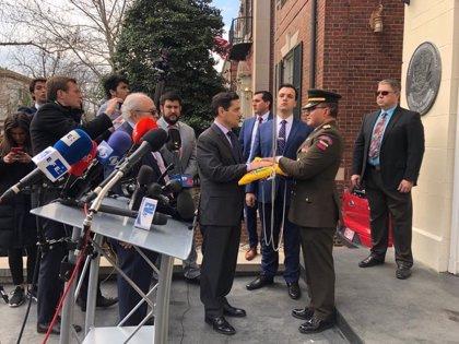 El 'embajador' de Guaidó en EEUU asegura que ha tomado el control de tres sedes diplomáticas en el país
