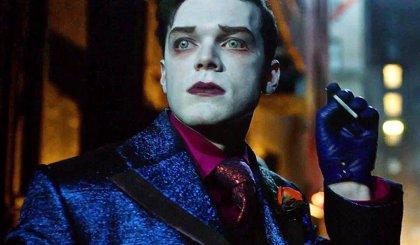 Gotham: Filtradas más imágenes del monstruoso Joker del último capítulo