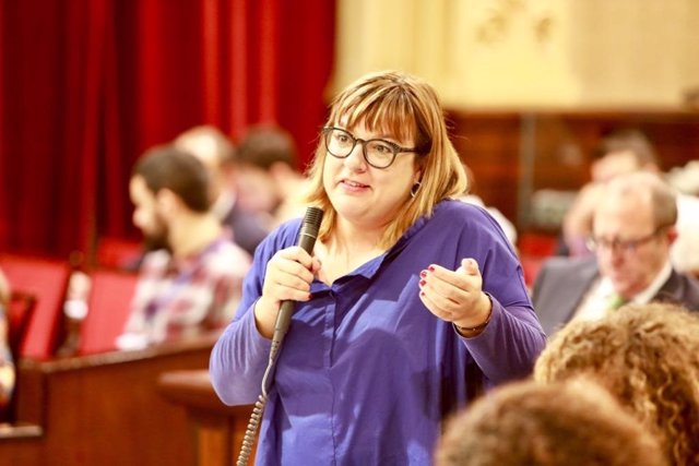 La vicepresidenta Bel Busquets en el pleno del Parlament