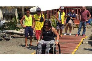 Costa Rica inaugura la primera playa de accesibilidad universal de Centroamérica