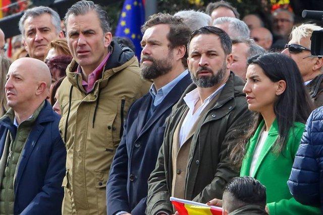 28A.- Santiago Abascal, Javier Ortega e Iván Espinosa encabezarán la lista de Vo