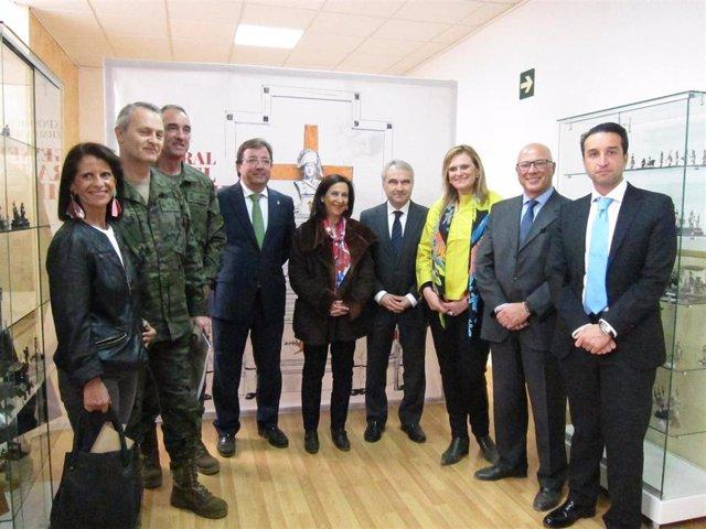 La ministra de Defensa visita en Badajoz la exposición dedicada al General Rafae