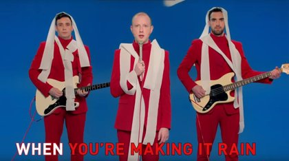 Two Door Cinema Club regresan con Talk, un himno electropop festivalero
