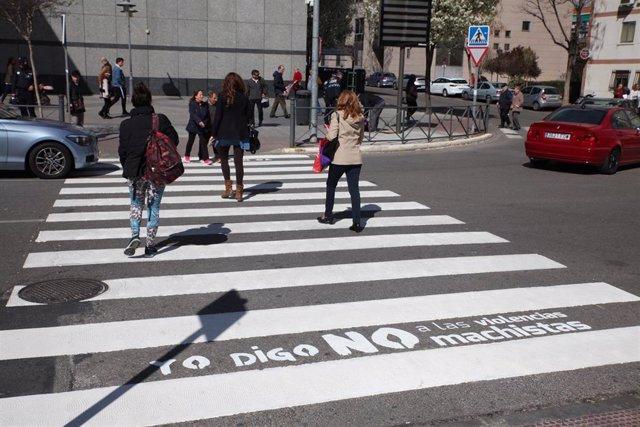 Fuenlabrada colocará 45 señales de tráfico simuladas y mensajes en 17 pasos de p