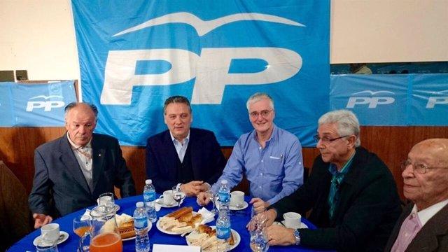 Alfredo Prada (PP) durante una reunión de simpatizantes del PP en Argentina