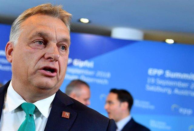 Hungría.- Orbán reivindica su postura antiinmigración antes de que el PPE decida
