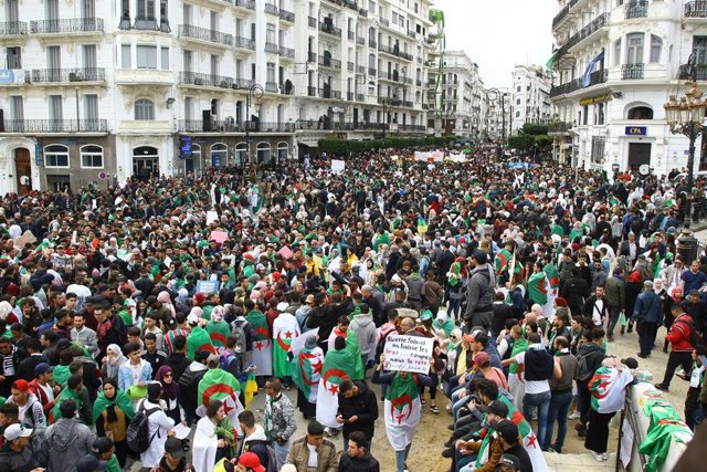 Students rally in Algiers urging Bouteflika to quit