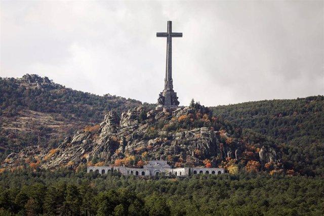 Los monxos del Valle de los Caídos recurren al TS l'esterramientu de Franco porq