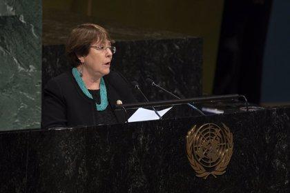 Bachelet critica la represión en Venezuela y asegura que las sanciones pueden agravar la crisis