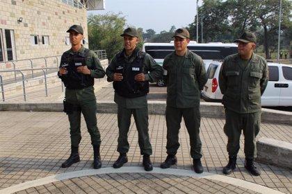 Un general venezolano exiliado en Colombia critica la politización de las Fuerzas Armadas