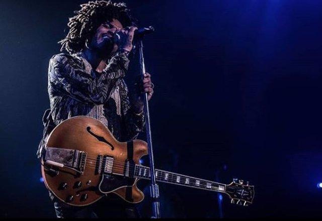 Lenny Kravitz llega a Bogotá y provoca una revolución de fans