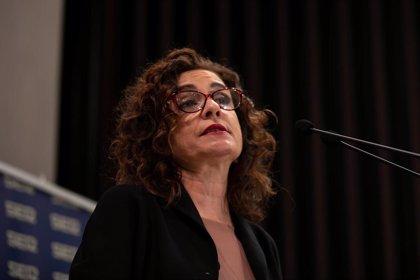 """Montero afirma que la Airef """"recomendará"""" la subasta de medicamentos para toda España y """"permitirá ahorrar mil millones"""""""