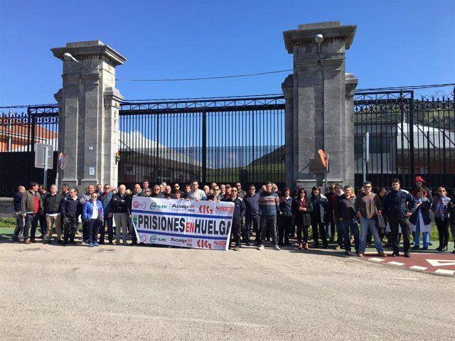 Trabajadores de El Dueso se concentran ante el aumento de agresiones en las cárc
