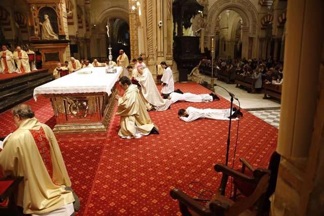 Córdoba.- El obispo ordena dos nuevos diáconos para la Diócesis de Córdoba