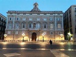 La Generalitat desperta amb la pancarta del llaç a la façana (EUROPA PRESS)