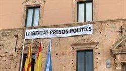 Cs denuncia que s'hagi perforat la façana del castell de Torredembarra per col·locar una pancarta en defensa dels presos (ACN)