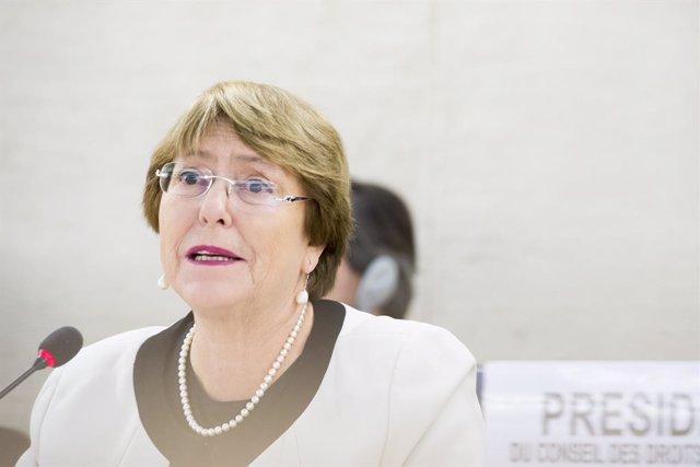 """Bachelet elogia el """"incansable trabajo"""" de las defensoras de DDHH para lograr av"""