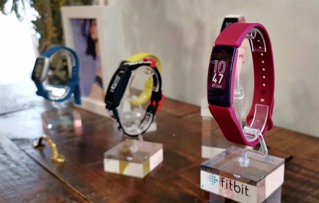 Fitbit presenta un nuevo 'smartwatch' y pulseras inteligentes pensando en los jó