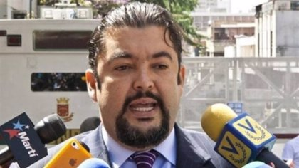 """Venezuela dice que el jefe de despacho de Guaidó detenido dirigía una """"célula terrorista"""""""
