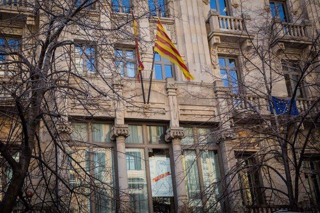 28A.- Retiren El Llaç Blanco De la Conselleria De Vicepresidència I Economia