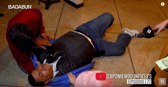 Un hombre finge un ataque al corazón ante Chica Badabun para evitar que descubra
