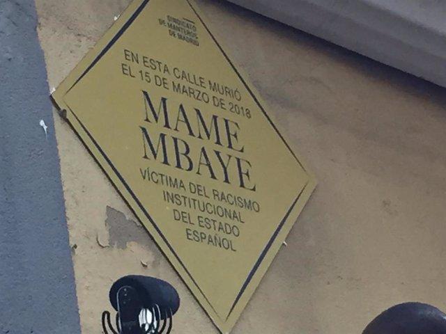 """Carmena matiza que el Ayuntamiento """"nunca ha puesto nada parecido a una placa"""" a"""
