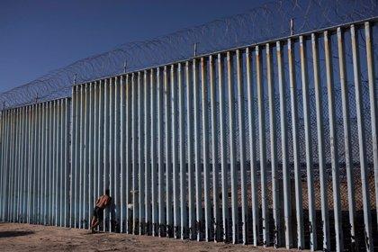 Una patrulla de Estados Unidos lanza gas pimienta a migrantes en la zona fronteriza de Tijuana