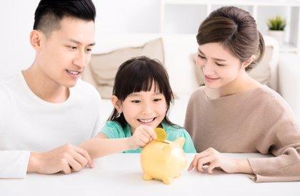Tenemos que 'apretarnos el cinturón': cómo educar en el ahorro