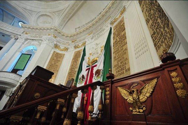 Los profesores retiran el cerco al Congreso mexicano tras negociar la contrarref