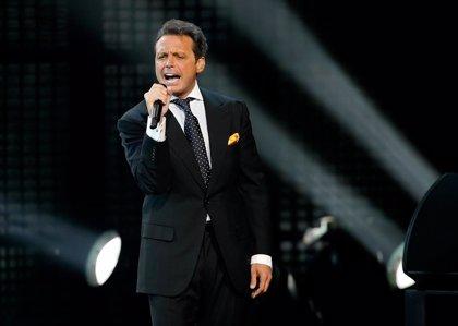 Luis Miguel agrede a su técnico de sonido lanzándole el micrófono en pleno concierto en Panamá