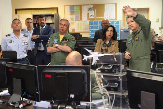 La ministra de Defensa, Margarita Robles, durante una visita al CAOC de Torrejón