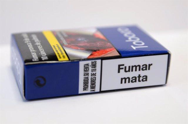 Nueva cajetilla de tabaco, paquete de tabaco, cigarro, cigarros