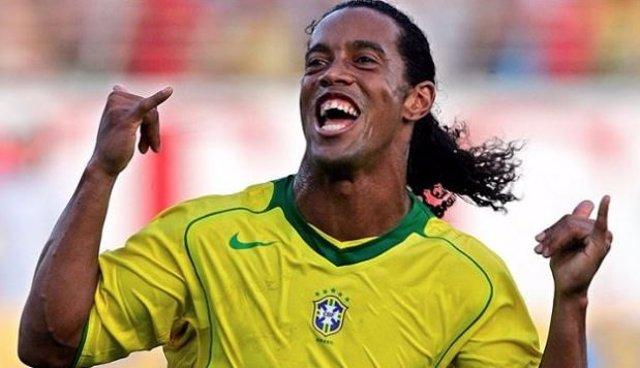 Ronaldinho cumple 39 años y las redes lo recuerdan con su vídeo más famoso