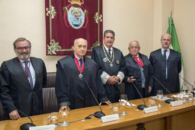 Sevilla.- El Colegio de Abogados rinde homenaje a los letrados distinguidos con