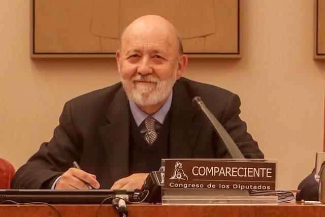 Tezanos mantiene su negativa a que el CIS pregunte sobre Monarquía o República p