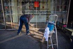 Les consellerias van retirant els símbols de les seves façanes després del requeriment de la JEC (DAVID ZORRAQUINO - EUROPA PRESS)
