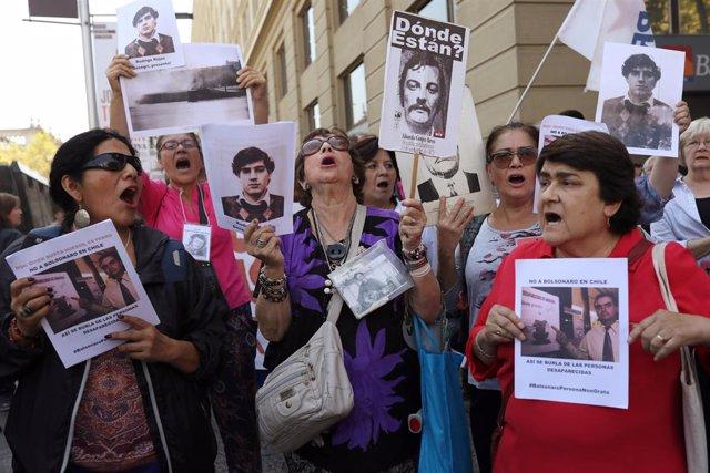 Brasil/Chile.- Chilenos protestan contra Bolsonaro en la cumbre de PROSUR por su