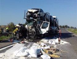Una morta en un accident en desenganxar-se un cotxe avariat d'una grua a Alcarràs (Lleida) (SERVEI CATALÀ DE TRÀNSIT)