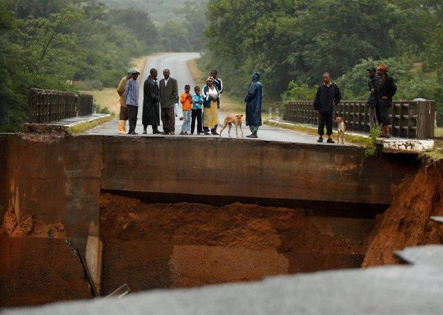 Zimbabue.- Ascienden a más de cien los muertos a causa del paso del ciclón 'Idai