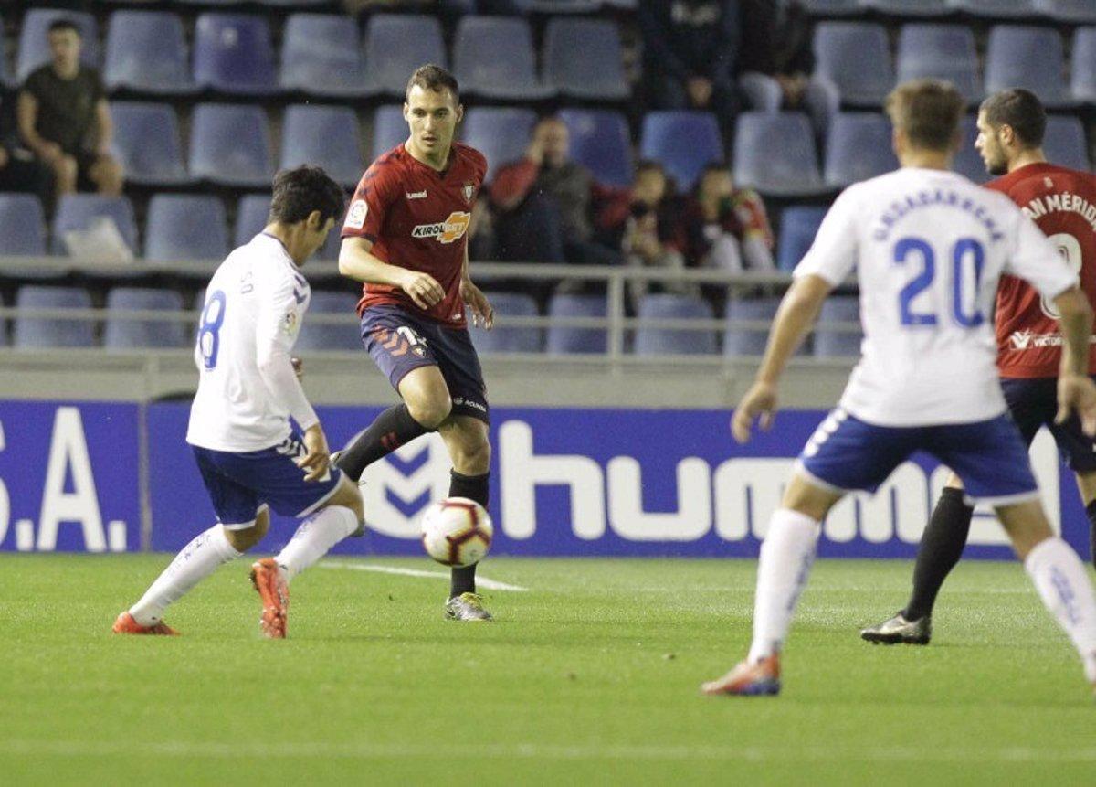 La derrota del líder y el empate del Granada comprime un poco los puestos de ascenso directo. El Sporting se lleva el derbi asturiano con polémica.