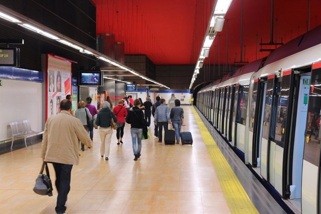 Sindicatos de Metro Madrid desconvocan el paro parcial pero mantienen concentrac