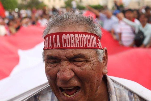 Investigan a cinco congresistas peruanos por presuntos delitos de corrupción
