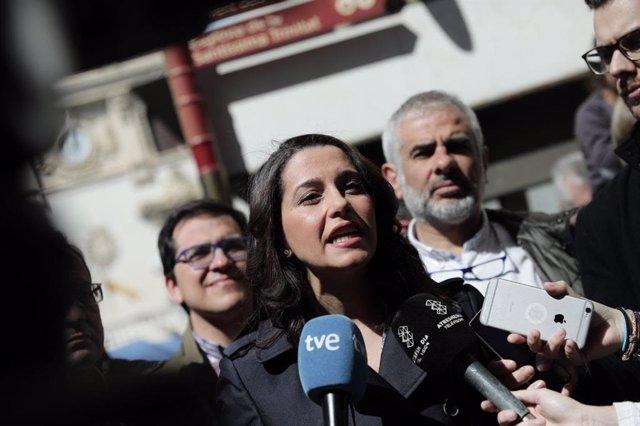"""28A.- Arrimadas Atribueix A Cs Que La Nova Pancarta Del Palau No Tingui """"Simbolo"""