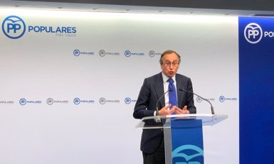 """Alonso (PP) demana al PNB que """"desqualifiqui"""" Egibar per """"comparar els llaços grocs"""" amb les pancartes contra ETA (PP)"""