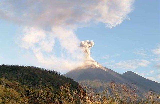 El Volcán de Fuego de Guatemala registra dos nuevas erupciones