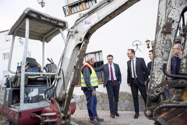 Imagen de archivo de una visita a unas obras en el municipio de Bédar.