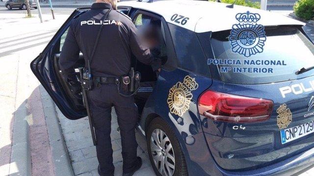 Sucesos.- Detenido por robar a una mujer que acababa de retirar dinero en un caj