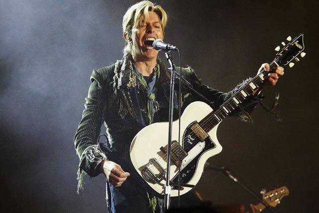 DOMINGO Vans lanza nueva colección de zapatillas en homenaje a David Bowie