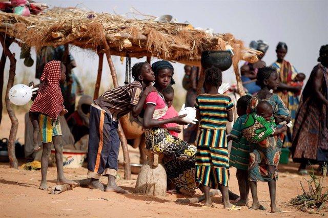 Mujeres y niños en Malí