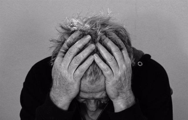 Migraña, dolor de cabeza, cansancio, tristeza